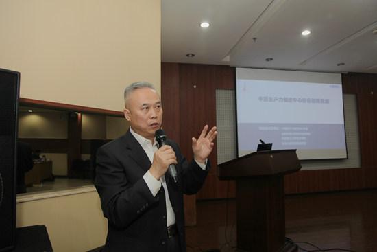 协会常务理事长、秘书长、发展战略课题组组长申长江在会议中汇报.jpg